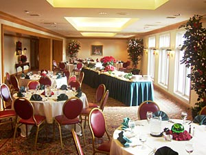 Exquisit details for catered functions up to 225 guests.